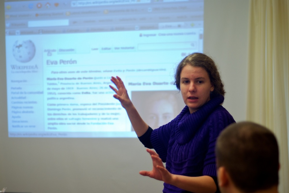 Evelin_presenting_at_Wikimedia_presentation